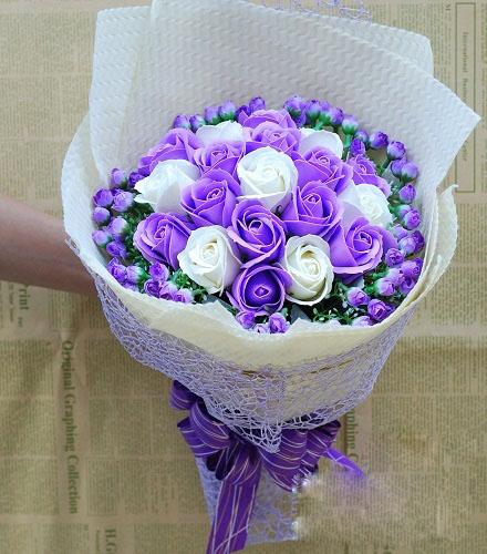Hoa hồng sáp thơm bó 19 bông màu tím