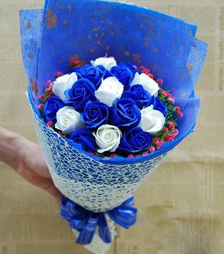 Hoa hồng sáp thơm bó 19 bông xanh đậm