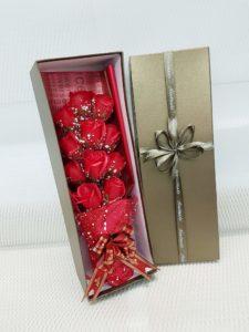 hộp hoa sáp 11 bông lưới tuyết